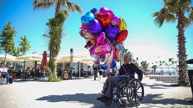 Engelli olduğu için hayata küsmedi