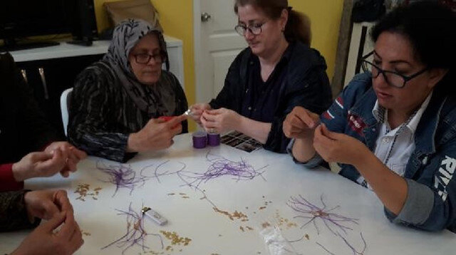 Engelli kadınlardan mor bileklik ile farkındalık çalışması