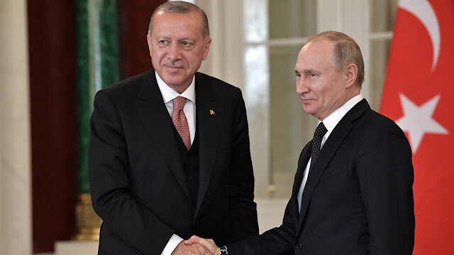 Russian President Vladimir Putin (R) shakes hands with his Turkish counterpart Tayyip Erdogan during a news conference following their talks at the Kremlin in Moscow, Russia April 8, 2019. Sputnik/Alexei