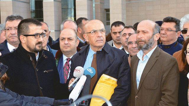 Berberoğlu ve Gül adliye önünde açıklama yaparken.