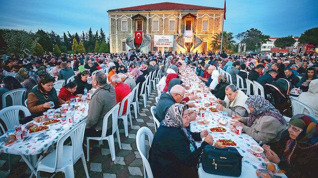 Gelibolu Mevlevihanesi'nde düzenlenen iftar programı.
