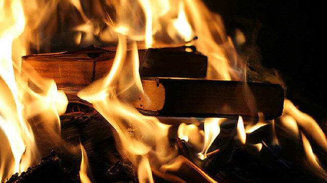 5 bin kitabı yaktılar