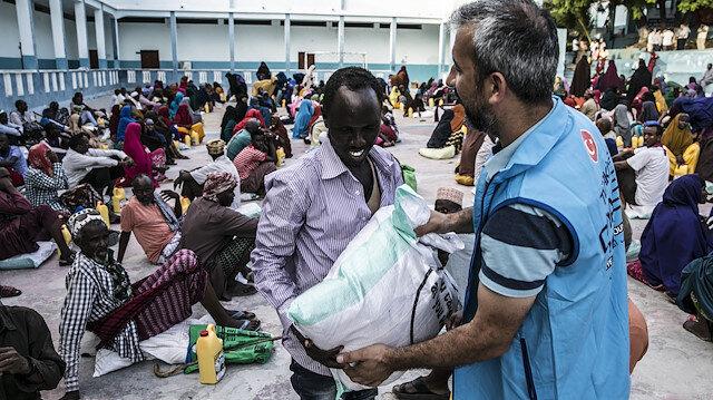 İhtiyaç sahibi ailelere gıda yardımı yapıldı.