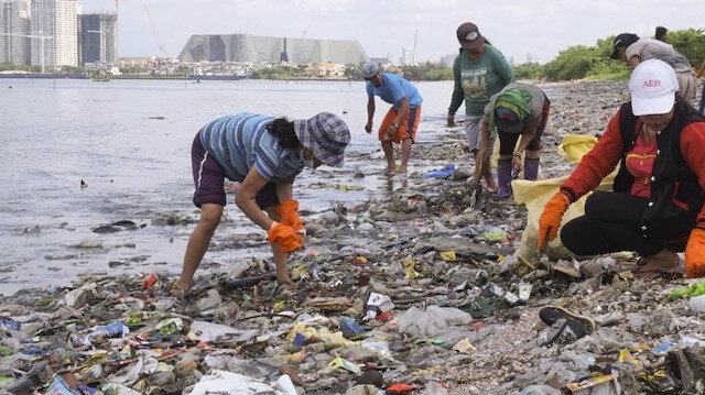 İki ülke arasında çöp krizi büyüyor.