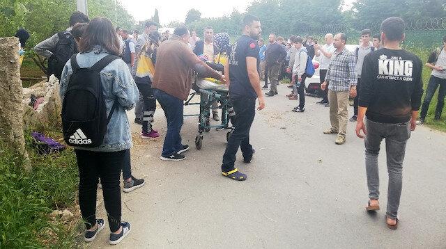 Yaralanan öğrenciler ambulanslarla hastanelere götürüldü.