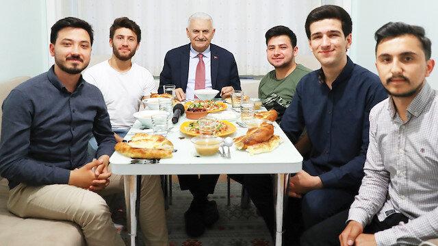Binali Yıldırım'ın iftar davetlerini kabul ettiği öğrenciler o gün yaşananları Yeni Şafak'a anlattı.