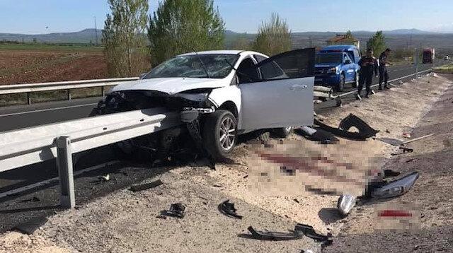 Otomobil bariyerde saplandı sürücünün bacağı koptu