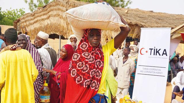 Kollu bölgesinde 400 aileye yardım paketleri ulaştırıldı.