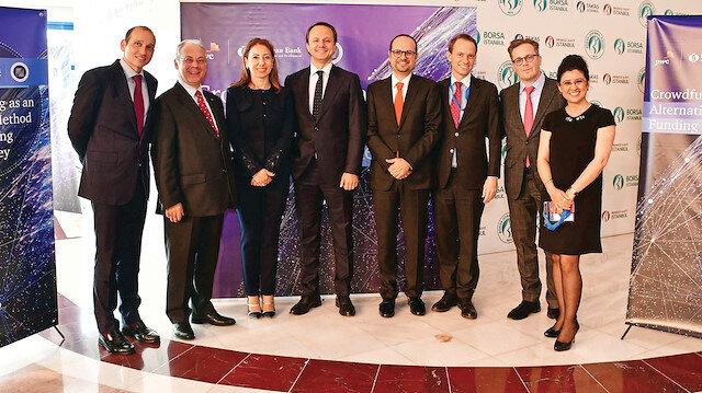 'Türkiye'de Alternatif Bir Finansman Yöntemi Olarak Kitle Fonlaması' konferansı hatıra fotoğrafı.