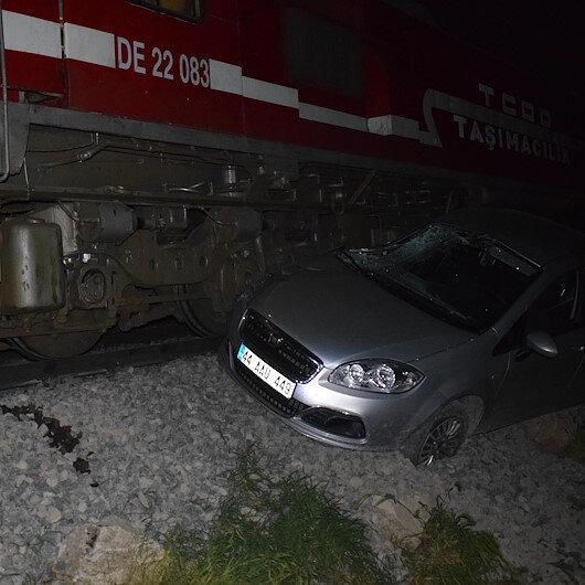 Tren arabaya çarptı: Facianın eşiğinden dönüldü