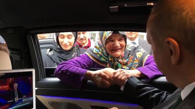 Cumhurbaşkanı Erdoğan'ın yaşlı kadınla seçim sohbeti