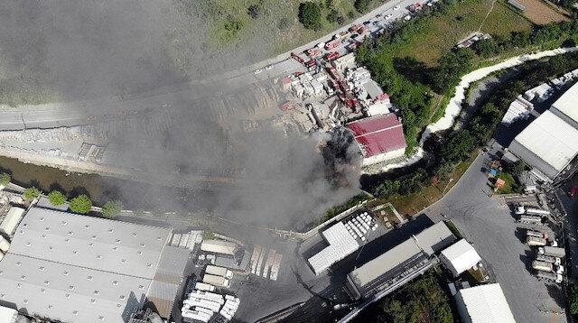 Sarıyer'de geniş alandaki inşaat malzemeleri alev alev yandı