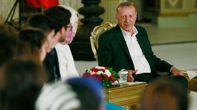 Cumhurbaşkanı Erdoğan Dolmabahçe'de gençlerin sorularını yanıtladı