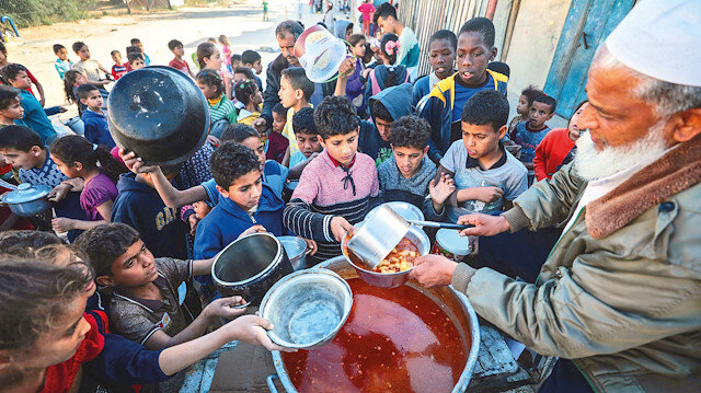 Gazzeli yoksulların iftarları tekkeden