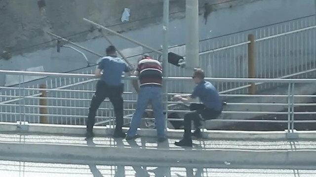 Yakalanınca köprüden atlamak isteyen genç böyle kurtarıldı