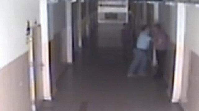Dersten çıkardığı öğretmeni koridorda darp etti