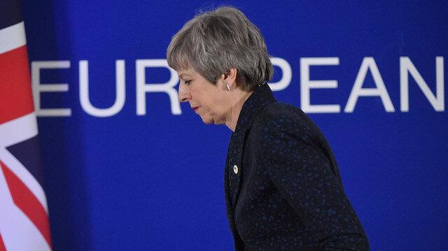 İngiltere'de siyasi kriz Theresa May'in yarın istifa etmesi bekleniyor