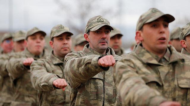 Askerler yemin töreninde.