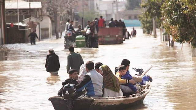 İran'da fırtına cal aldı