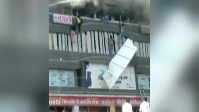 Eğitim merkezinde yangın: 12 kişi öldü
