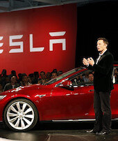 Elon Musk zirvede