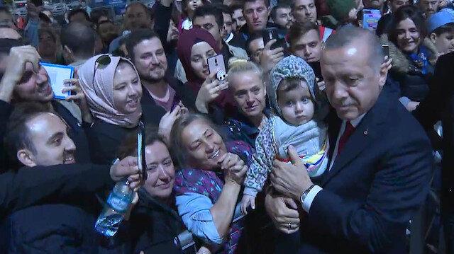 Cumhurbaşkanı Erdoğan Yenikapı'da vatandaşlarla bir araya geldi