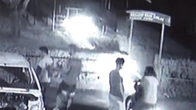 Ateş yakıp parka zarar veren şahıslar kamerada