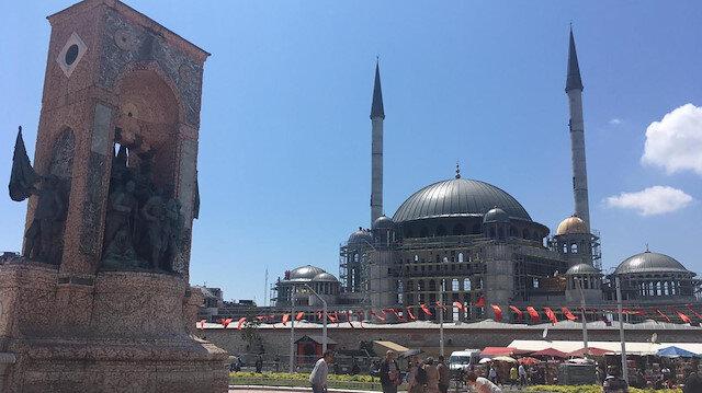 Taksim Camisi'nin inşaatı sürüyor.