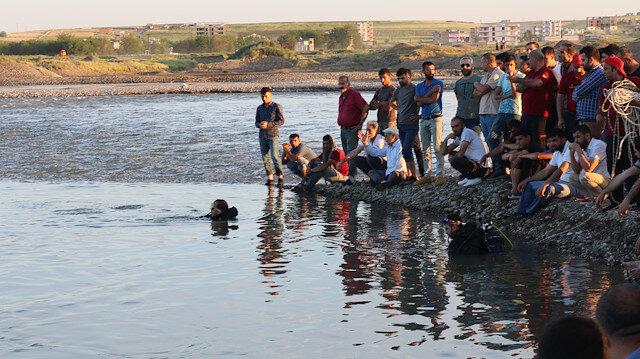 Ekipler, gencin cesedini suda aradı.