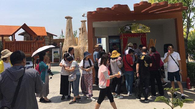 Çinliler Türkiye'nin simgesel yapılarının maketleri ile fotoğraf çektirmek için birbirleriyle yarışıyorlar.