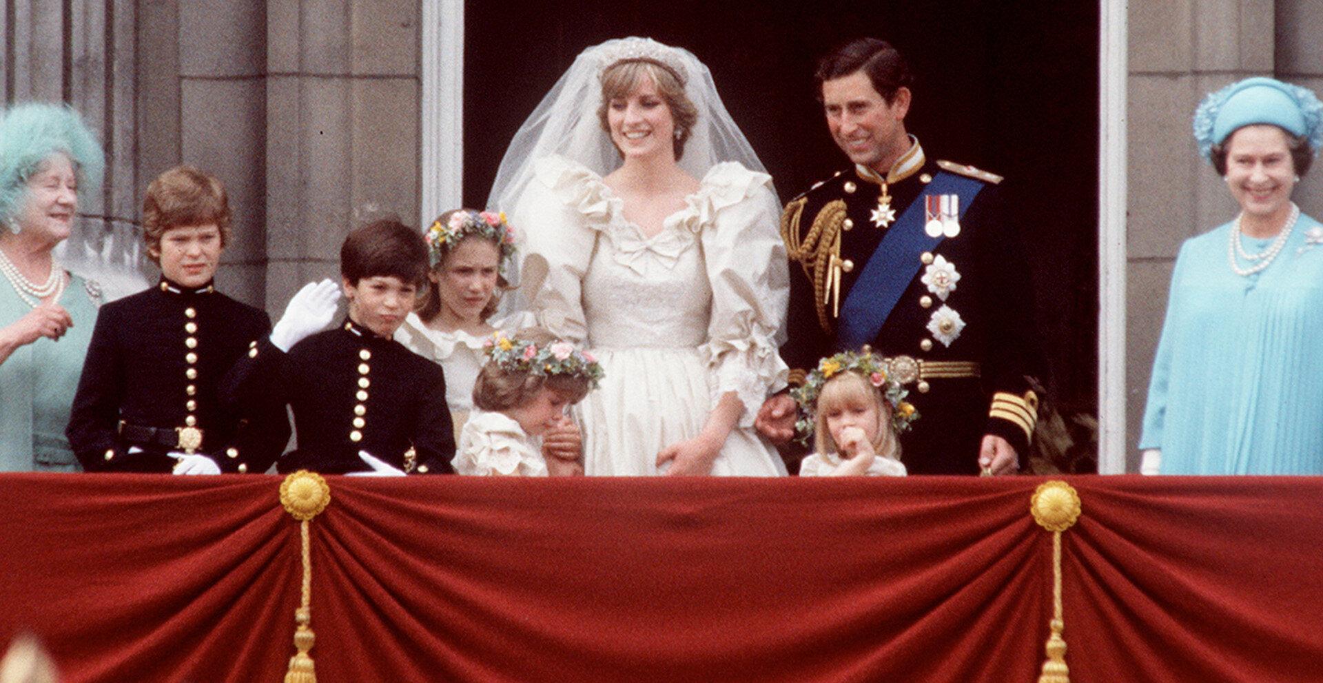 Prenses Diana ve Prens Charles düğün törenlerinden bir kare.