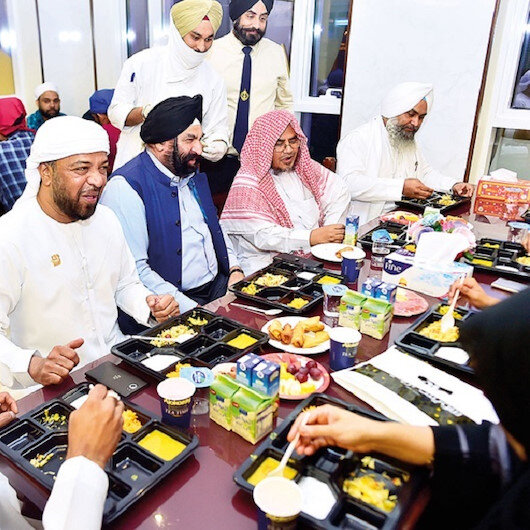 Dubai Sikh temple cooks Ramadan meals for Muslims