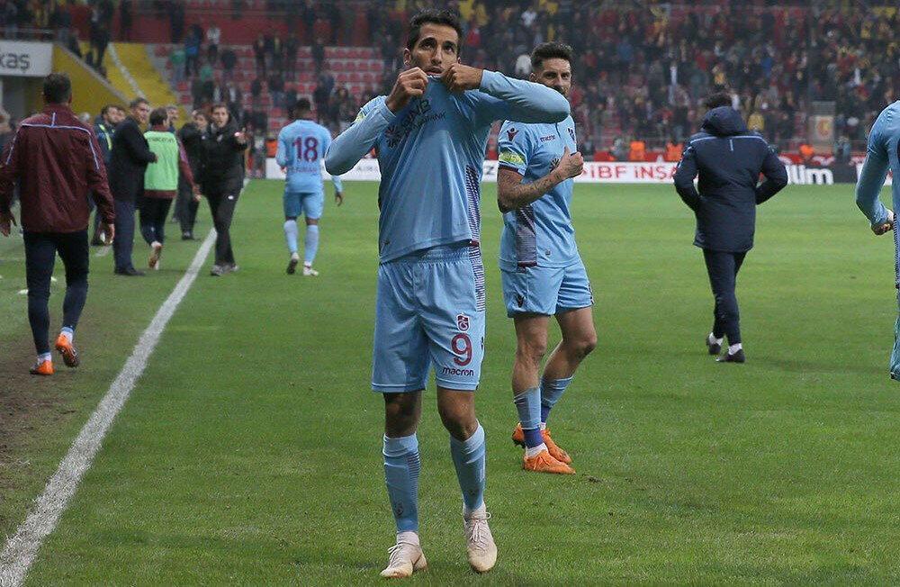 Vahid Amiri, bordo-mavili formayla çıktığı 26 resmi maçta 3 gol attı.