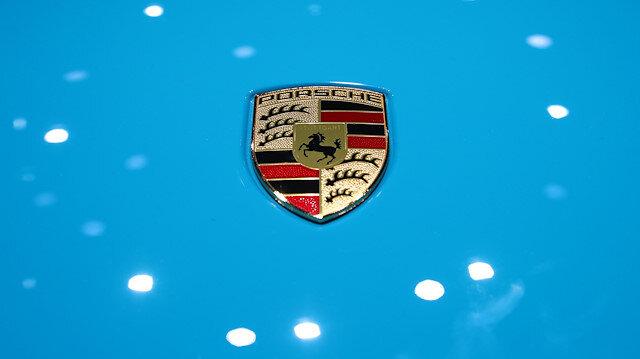 Porsche'ye ait bürolara ve bazı mali müşavirlerin evine baskın düzenlendi.