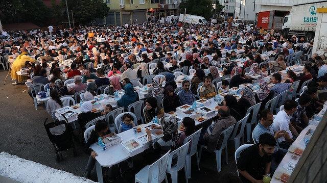 Eyüpsultan'da 10 bin kişilik iftar sofrası