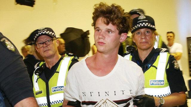 Avustralyalı Senatör Fraser Anning'i yumurta atarak protesto eden 17 yaşındaki genç, tüm dünyanın sevgisini kazanmıştı.