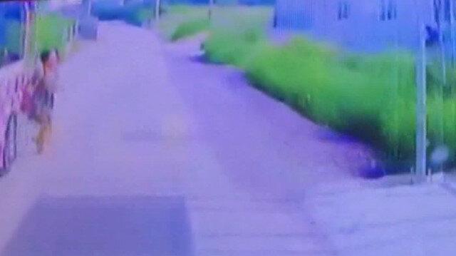 Yolun karşısına geçmek isteyen öğretmene minibüs çarptı