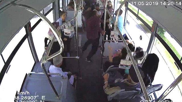 Otobüsteki yolcular yumruk yumruğu birbirine girdi