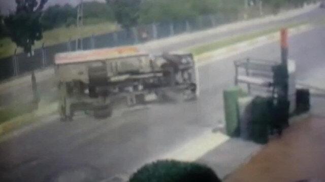 Yan yatan kamyonet metrelerce sürüklendi