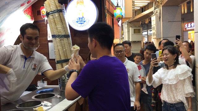 Çinliler Maraş dondurması için kuyrukta