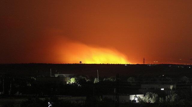 Esed yüzlerce dönüm tarlayı yaktı