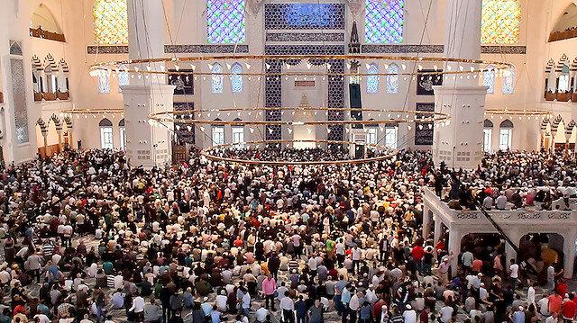 Bayram namazında Çamlıca Camisi doldu taştı