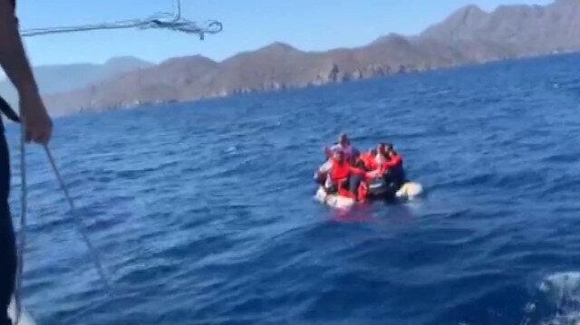 Botları batan göçmenleri sahil güvenlik kurtardı