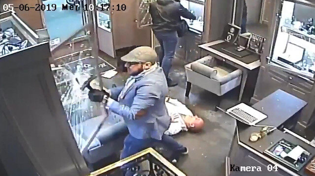 Paris'te 200 bin Euroluk kuyumcu soygunu kamerada