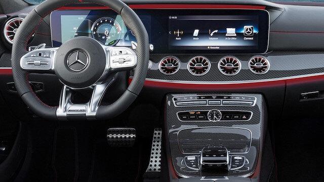 Mercedes-Benz CLS 53'ün iç tasarımı.