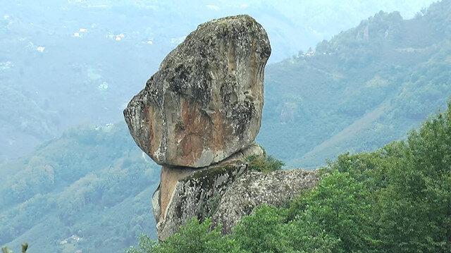 Fizik kanunlarına aykırı duran kayalara büyük ilgi