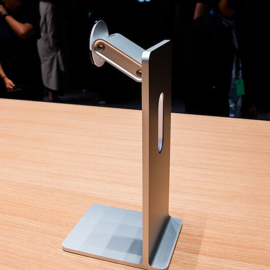 Apple'ın 1.000 dolarlık monitör ayağıyla dalga geçti