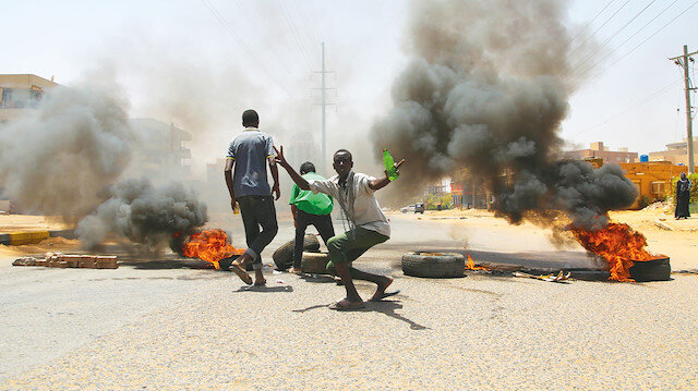 Sudan'daki katliamı 3'lü çete istedi