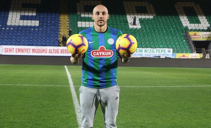 Geride bıraktığımız sezonun devre arasında Fenerbahçe'den Rizespor'a transfer olan Aatif, daha önce Sivasspor formasıyla Süper Lig'de gol krallığı yaşamıştı.