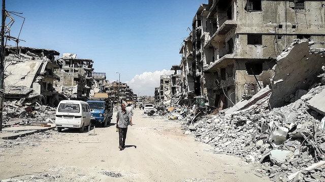 Esed muhaliflere ait binaları yıkıyor